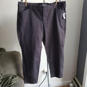 NWT Old Navy Mid-Rise Pixie Pants